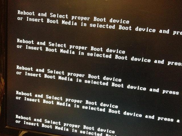 なんじゃこりゃ…「Reboot and Select proper Boot device…」が出たときに確認したいこと!