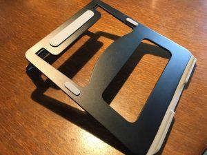 MacBookなどにおすすめなスタンド!iDudu アルミ製ノートパソコン折りたたみスタンド